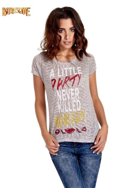Biały t-shirt z napisem A LITTLE PARTY NEVER KILLED NOBODY                                  zdj.                                  1