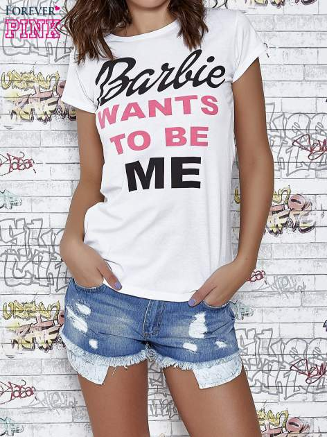 Biały t-shirt z napisem BARBIE WANTS TO BE ME                                  zdj.                                  1