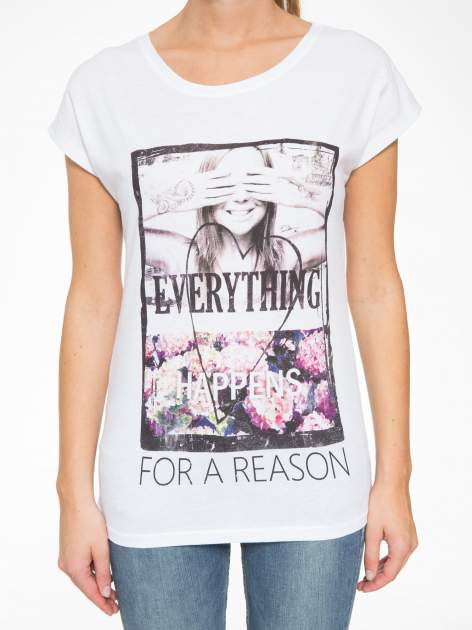Biały t-shirt z napisem EVERYTHING HAPPENS FOR A REASON                                  zdj.                                  7