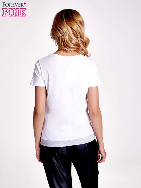 Biały t-shirt z napisem SELF-CONFIDENCE IS THE BEST OUTFIT                                  zdj.                                  4