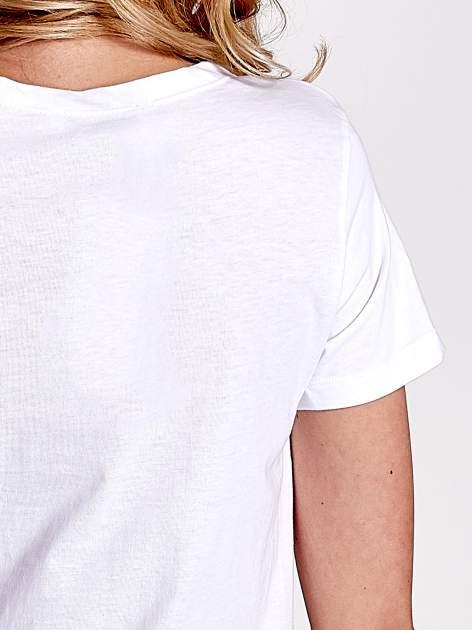 Biały t-shirt z napisem SELF-CONFIDENCE IS THE BEST OUTFIT                                  zdj.                                  6