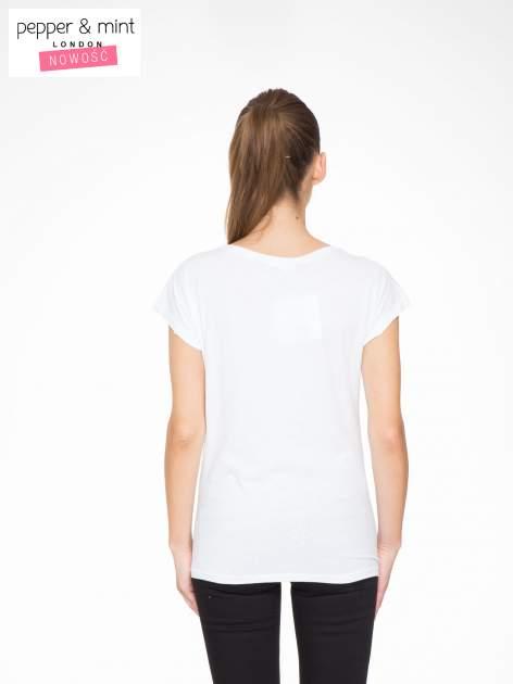 Biały t-shirt z napisem SHE LOVED                                  zdj.                                  4