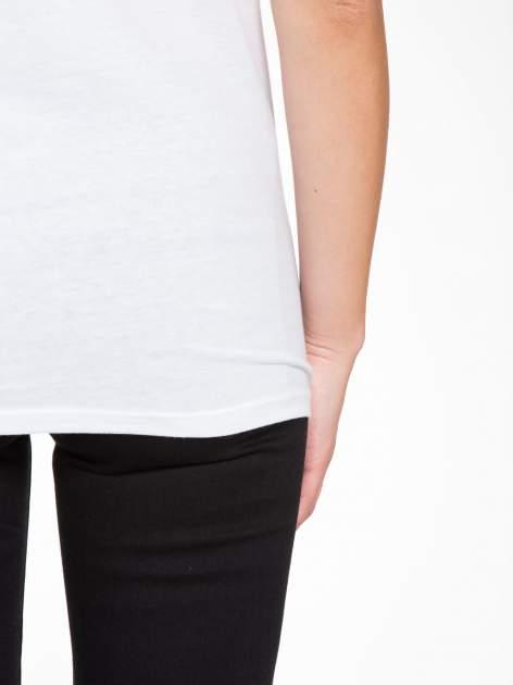 Biały t-shirt z napisem SHE LOVED                                  zdj.                                  9