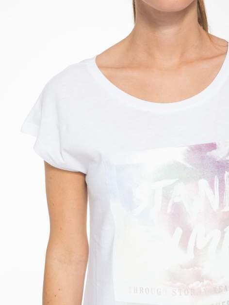 Biały t-shirt z napisem STAND BY ME                                  zdj.                                  6
