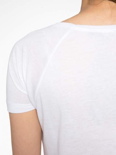 Biały t-shirt z napisem WONDER WHAT?                                  zdj.                                  9
