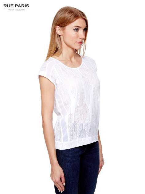 Biały t-shirt z transparentnym nadrukiem piór                                  zdj.                                  3
