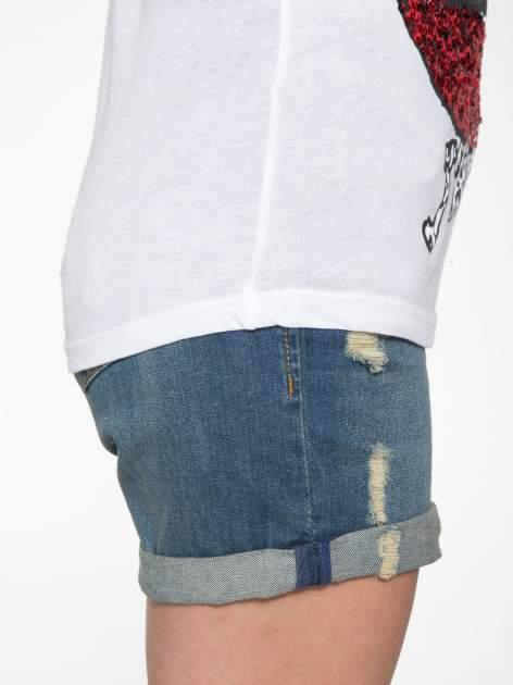 Biały t-shirt z ustami z cekinów i rękawami z siateczki                                  zdj.                                  9