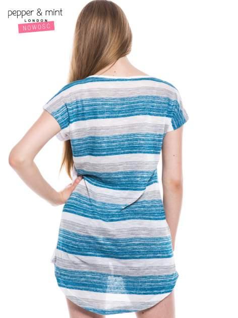 Biały t-shirt z wydłużanym tyłem w niebieskie paski                                  zdj.                                  3