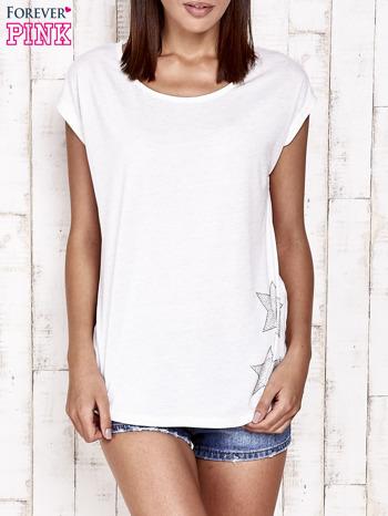Biały t-shirt ze srebrną nitką i aplikacją z dżetów                                  zdj.                                  1