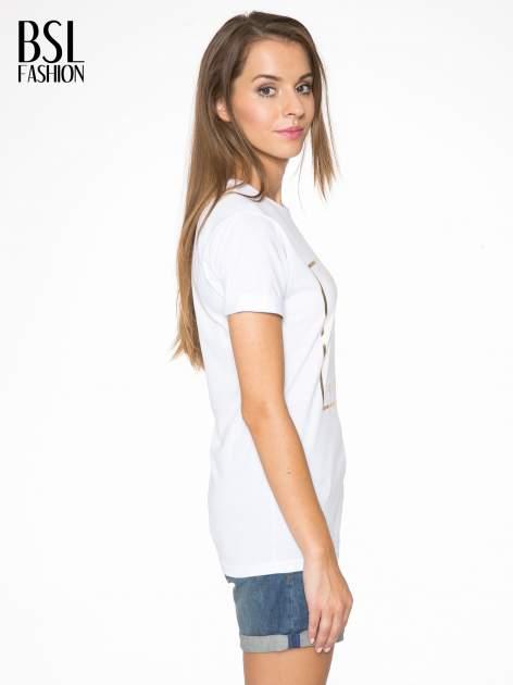 Biały t-shirt ze złotym nadrukiem NO. 4 COCO                                  zdj.                                  3