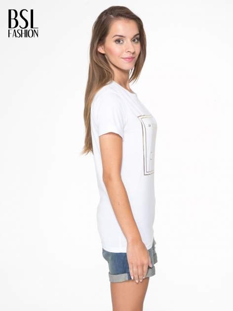 Biały t-shirt ze złotym napisem SWEAR ON CHANEL                                  zdj.                                  3