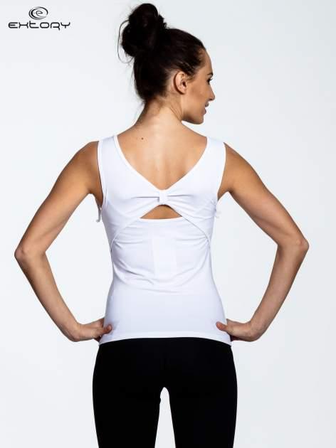 Biały top sportowy ze ściągaczami na ramiączkach                                  zdj.                                  3
