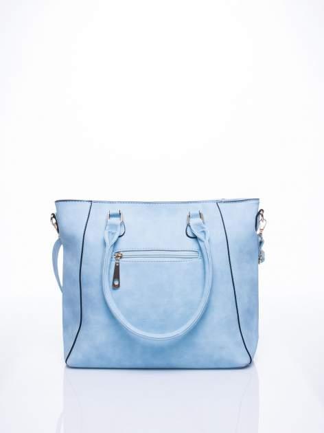 Błękitna fakturowana torba z odpinanym paskiem                                  zdj.                                  3