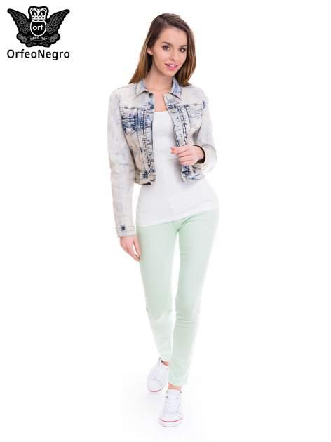 Błękitna kurtka jeansowa damska z marmurkowego denimu                                  zdj.                                  2