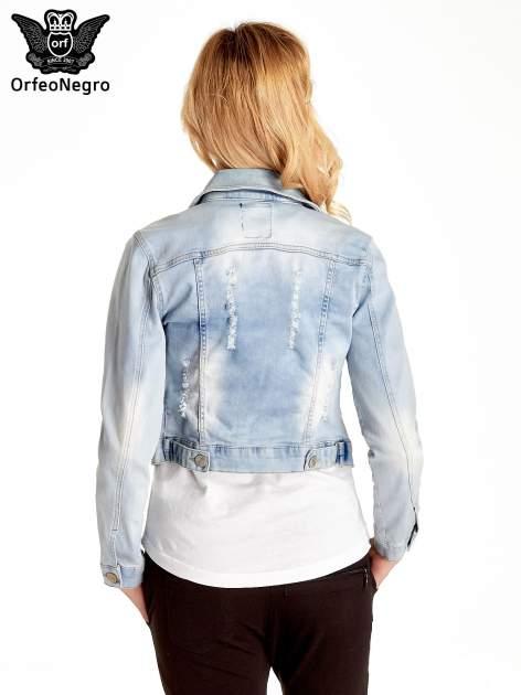 Błękitna kurtka jeansowa damska z poszarpaniem i cieniowaniem                                  zdj.                                  4