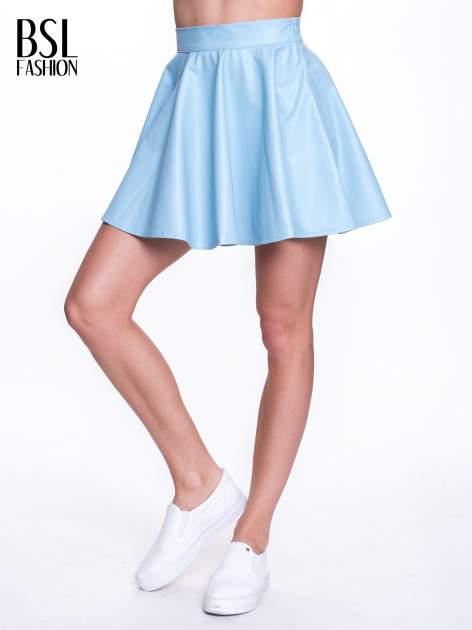 Błękitna mini spódnica skater ze skóry