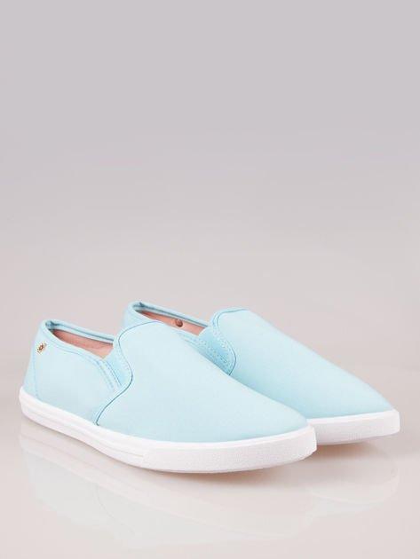 Błękitne buty slip-on