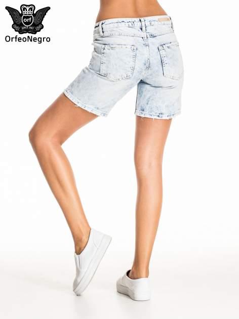 Błękitne jeansowe szorty z dłuższą nogawką                                  zdj.                                  4
