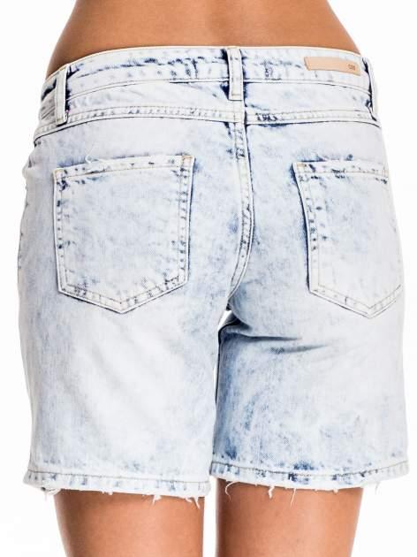 Błękitne jeansowe szorty z dłuższą nogawką                                  zdj.                                  2
