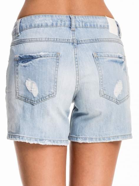 Błękitne jeansowe szorty z przetarciem                                  zdj.                                  2