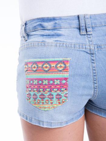 Błękitne szorty jeansowe z azteckim wzorem                                  zdj.                                  6