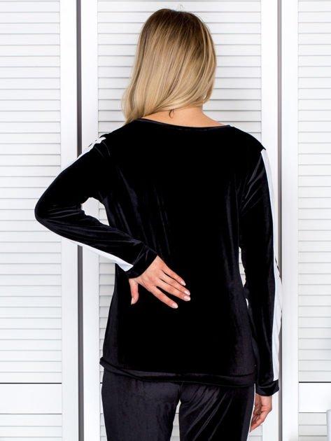 Bluza damska welurowa z jasnymi modułami czarna                              zdj.                              2