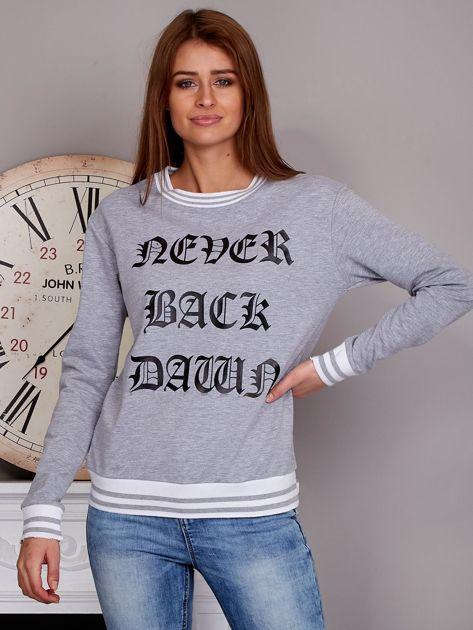 Bluza damska z gotyckim napisem szara                              zdj.                              1