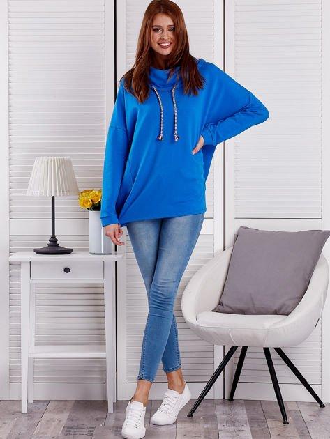 Bluza damska z kolorowymi troczkami niebieska                              zdj.                              4