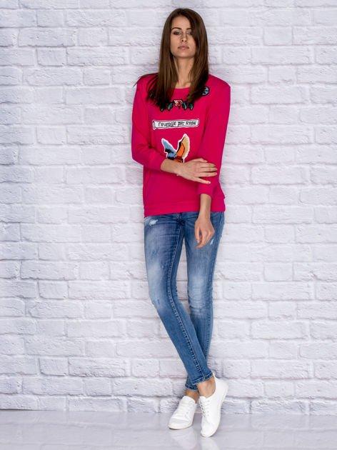 Bluza z kolorowymi naszywkami i napisem różowa                              zdj.                              4