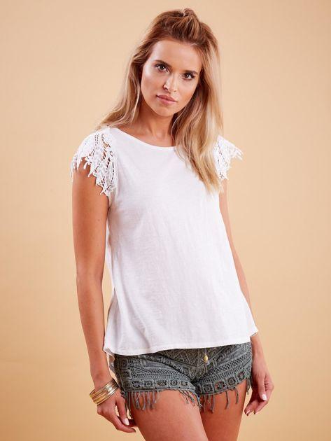Bluzka biała z koronkowymi rękawami                              zdj.                              1