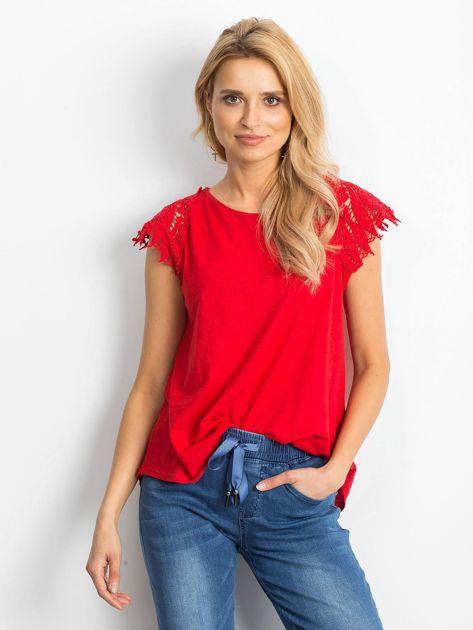 Bluzka czerwona z koronkowymi rękawami                              zdj.                              1