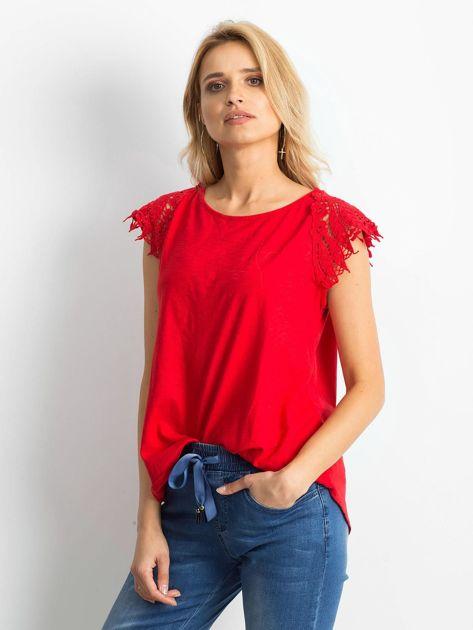 Bluzka czerwona z koronkowymi rękawami                              zdj.                              3