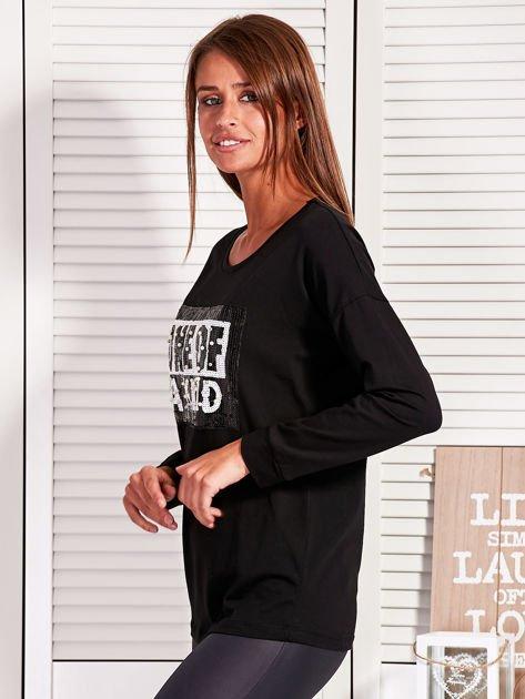 Bluzka damska z cekinowym napisem czarna                              zdj.                              3