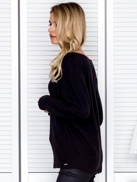 Bluzka damska z kontrastową lamówką czarna                                  zdj.                                  5