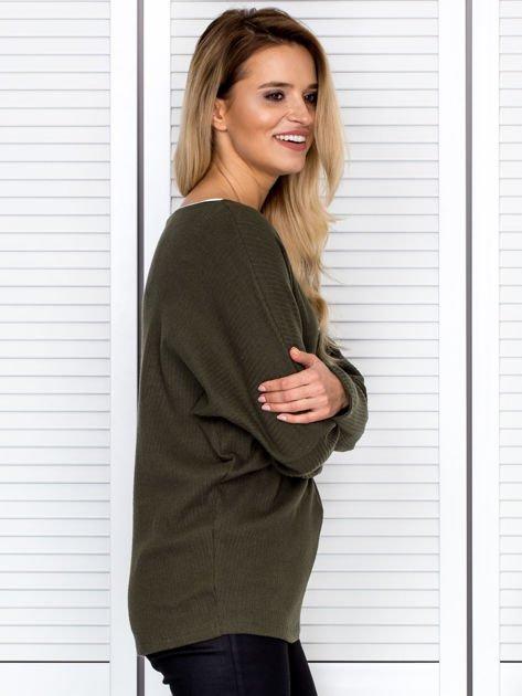 Bluzka damska z kontrastową lamówką khaki                              zdj.                              3