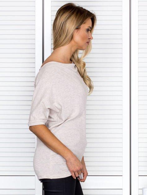 Bluzka damska z lejącym dekoltem beżowa                              zdj.                              3