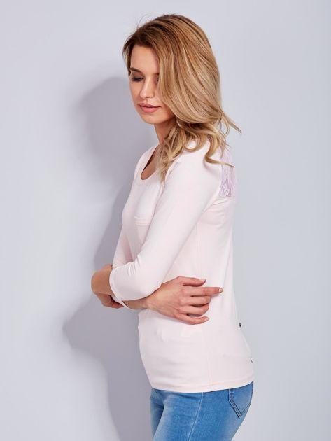 Bluzka jasnoróżowa z guzikami i koronką z tyłu                              zdj.                              6