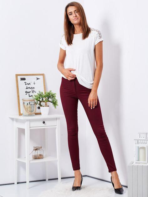 Bordowe dopasowane spodnie high waist                              zdj.                              4