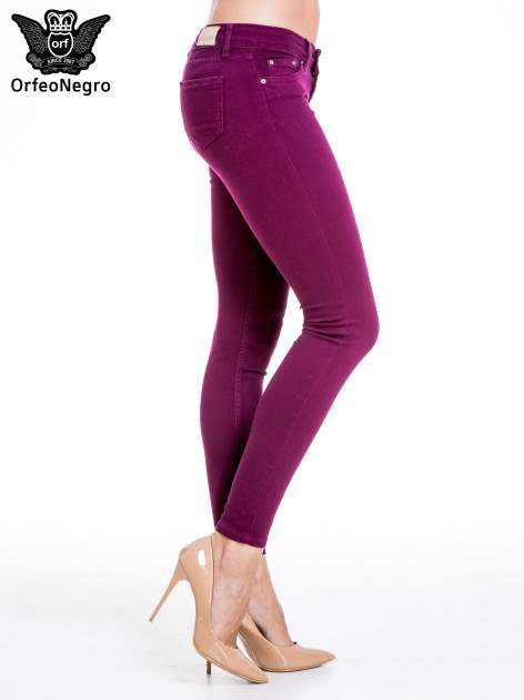 Bordowe spodnie typu skinny z elastycznego materiału                                  zdj.                                  3
