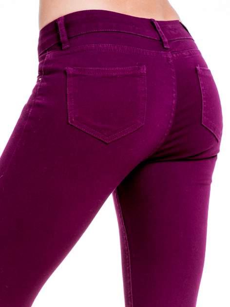 Bordowe spodnie typu skinny z elastycznego materiału                                  zdj.                                  6