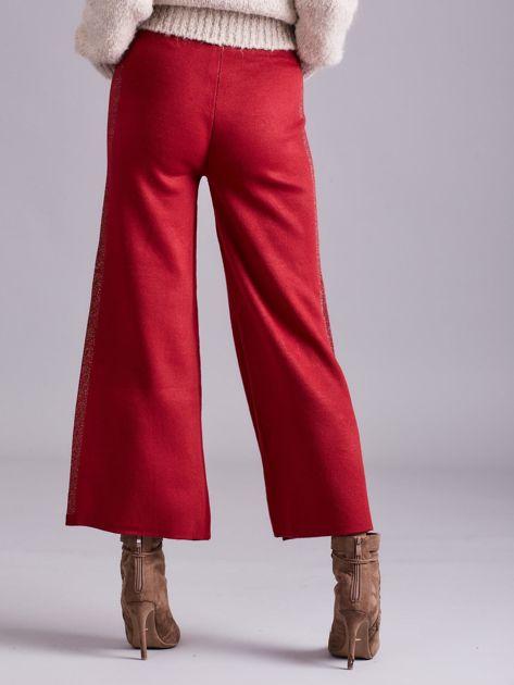 Bordowe szerokie spodnie z dzianiny                              zdj.                              2