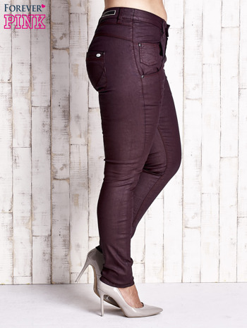 Bordowe woskowane spodnie slim PLUS SIZE                                  zdj.                                  3