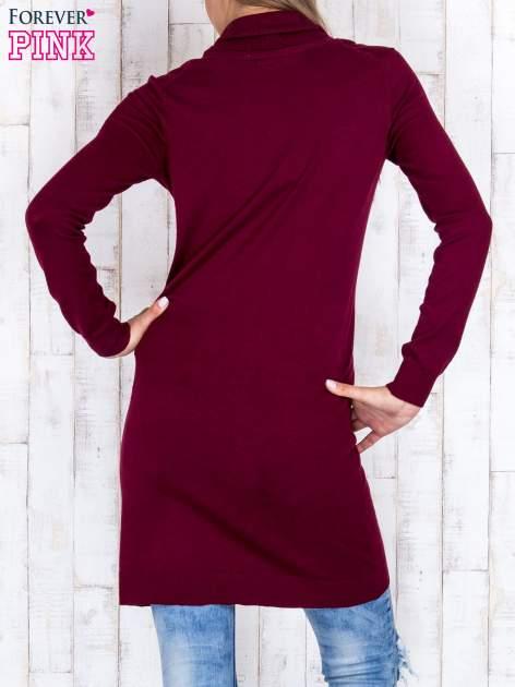 Bordowy długi sweter z golfem i dekoltem w prążki                                  zdj.                                  4