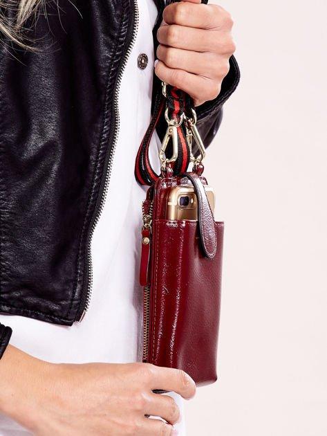 Bordowy portfel i etui na telefon z odpinanym paskiem                              zdj.                              5