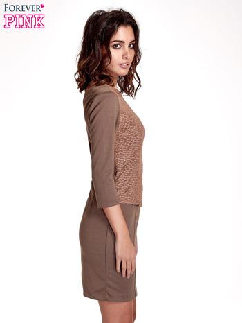 Brązowa dopasowana sukienka z ażurowym wykończeniem                                  zdj.                                  3