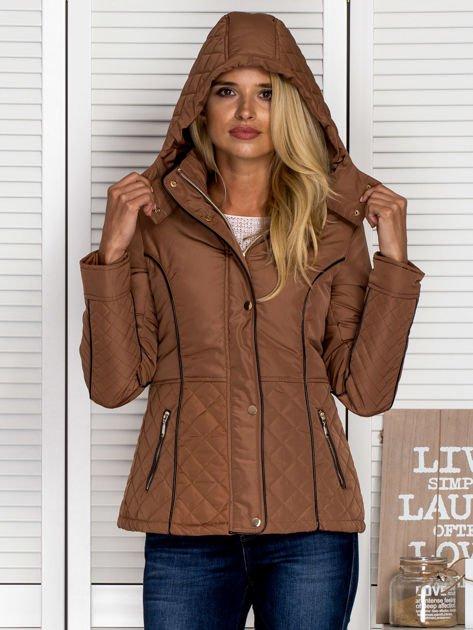 Brązowa kurtka z pikowanymi wstawkami i kontrastową lamówką                                  zdj.                                  7