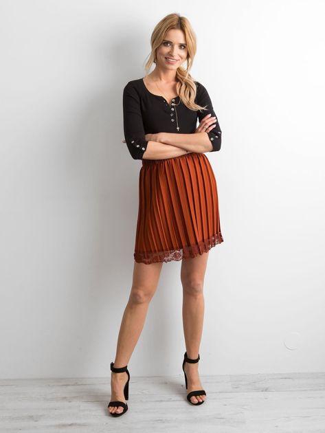Brązowa plisowana spódnica z koronką                              zdj.                              4