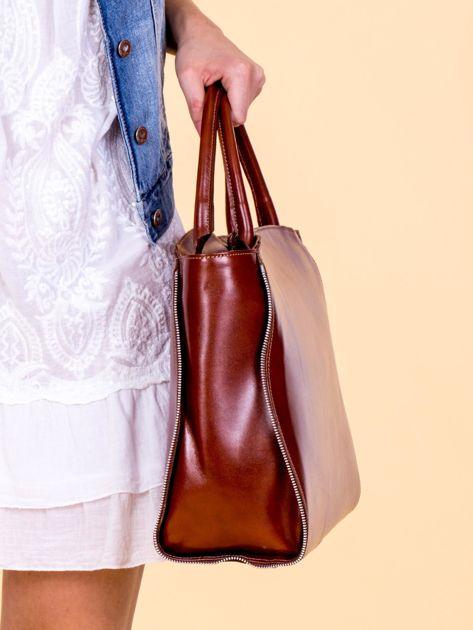Brązowa skórzana torba z ozdobnymi suwakami                              zdj.                              2