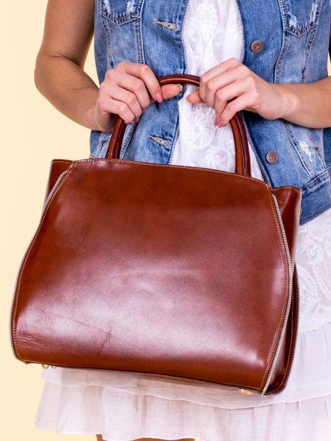 Brązowa skórzana torba z ozdobnymi suwakami                              zdj.                              3
