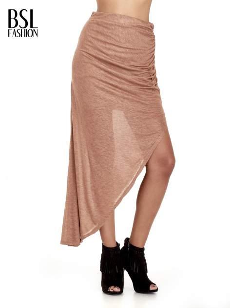 Brązowa spódnica maxi z drapowaniem i rozporkiem z boku                                   zdj.                                  1